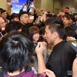 『【乃木坂46】台湾の空港でファンに囲まれる光景がカオスすぎる・・・【動画あり】』の画像