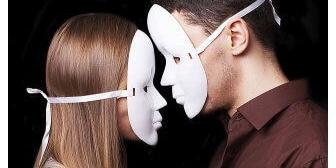 最近ふと思ったんだけど、私の両親はいわゆる仮面夫婦だと思う。二人の間に愛はあったのか…
