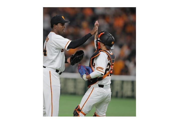 【 悲報 】巨人・小林誠司 空振り三振 二飛 投犠 見逃し三振