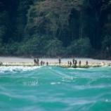 『世界一行くのが困難な島:北センチネル島』の画像
