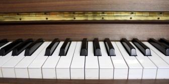 ピアノも塾も親の意思でやらされてたけど、「やってくれって頼んだわけじゃない」っていつも言われてた…