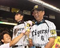 新井貴浩「金本さん、このスマホのゲーム面白いですよw」 ← やってそうなこと
