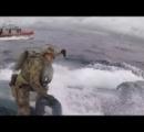 米沿岸警備隊、浮上航行中の麻薬密輸潜水艇に飛び乗ってハッチを殴りまくり停船させ拿捕