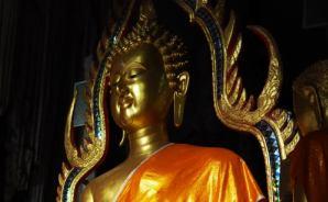 「由緒正しい」タイの洞窟寺院