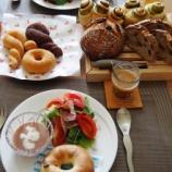 『中級 スイートドーナツ、抹茶ロール』の画像