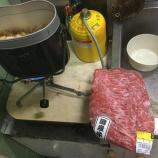 『<みんなで食べる車中泊料理>飯盒で牛丼』の画像