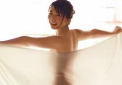 欅坂46長濱ねるちゃんの透けタオル越しの生尻全裸ショットがエロすぎる!現場では陰毛とか乳首とか見えてるだろこれ!