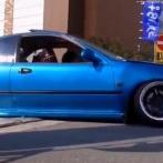 【動画】DQNさん、タイヤを八の字にし限界まで車高を下げた車で段差に引っかかり進めなくなる