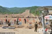 北朝鮮初の高級リゾートスキー場の工事が手作業で進む