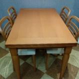 『イタリア製の伸長式ダイニングテーブル・チェリー材』の画像