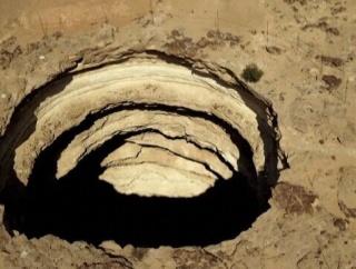 """""""地獄の井戸""""と呼ばれる超巨大な穴の底に人類が初到達!!探検隊がソコで見たモノとは……"""