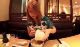 【日本の食】    日本には なにか1品頼むと ご飯と味噌汁がついてくる 定食文化というものがあるらしい。   海外の反応
