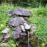 『八溝山登山口標識下の湧水 / 茨城 久慈 八溝山 湧水 お水取り』の画像