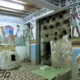 『エジプト旅行記7 鉱物のお土産さんに寄って灼熱の中ハトシェプスト女王葬祭殿を観光する』の画像