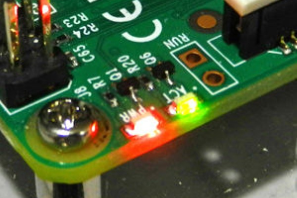 コラム Raspberry Pi 2のオンボードledを自由に光らせよう Raspberry Piブログ