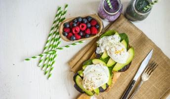 医師が毎日食べる健康な食品5つ 卵や野菜、ヨーグルト、ナッツ等