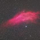 『沈むみゆくペルセウス座のカリフォルニア星雲(NGC1499)』の画像
