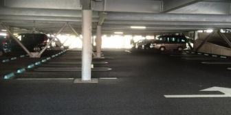 嫁が新車に乗って一人で出かけて立体駐車場の柱にぶつけて凹ませたんだが…