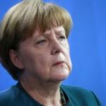 ドイツ首相のメルケル氏支持率急落、移民政策不支持が52%に