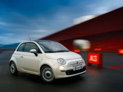 フランクフルト、Fiatがスポンサーに。乾はフィアットの可愛らしい車乗るんだな・・・