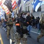 アメリカの銃愛好家集団が完全武装して大規模デモ!→物々しい雰囲気で怖すぎる・・・((((;゚Д゚))))