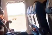 【未開】 中国人女性 飛行機に搭乗後に新鮮な空気が吸いたいと勝手にドアを開けてしまう