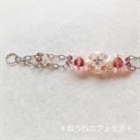 『淡いピンクのブレスレットと・・』の画像
