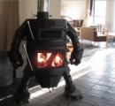 めちゃくちゃ強そう... 鉄工所が作った「ロボット型薪ストーブ」がロマンしかない