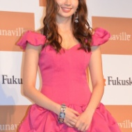 【AKB48】小嶋陽菜 セクシー・ストッキングでエロエロ美脚披露 「足にはこだわりたい」 (画像あり) アイドルファンマスター