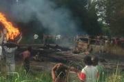 【国際】石油タンクローリーが横転後に爆発    燃料を集めに来た45人死亡、101人負傷    ナイジェリア