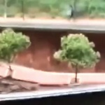 【動画】中国、突然の崖崩れの瞬間!崖上の道路も一緒に崩落!道路には歩行者が…!?