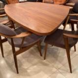 『土井木工・変形テーブルに飛騨産業・クレセントアームチェア』の画像