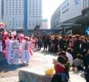 卒業式を終えた中3が「特攻服」姿で岡山駅前に群がるイベントが恒例化。「ど派手に卒業祝いたい」
