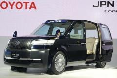 次世代タクシーはノッポ…乗り降り楽々