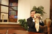 【ねこ】石破茂氏が使用しているネコの写真 ありえない抱き方だと指摘も…