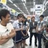 NMB吉田朱里が後輩メン連れて関西のヤバそうなおじさんと買い物・・・