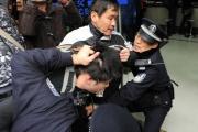 中国各地で若者結集 当局も集結しデモ封じ 次々と連行