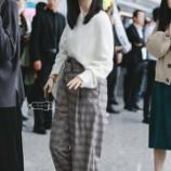 『【乃木坂46】筒井あやめ、上海空港での立ち姿が意図せずファッション誌みたいなポーズになってて可愛すぎるwwwwww』の画像