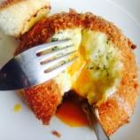 『【OYAJI飯】とろっとろの黄身が絶品!カレーパン簡単アレンジを試してみました』の画像