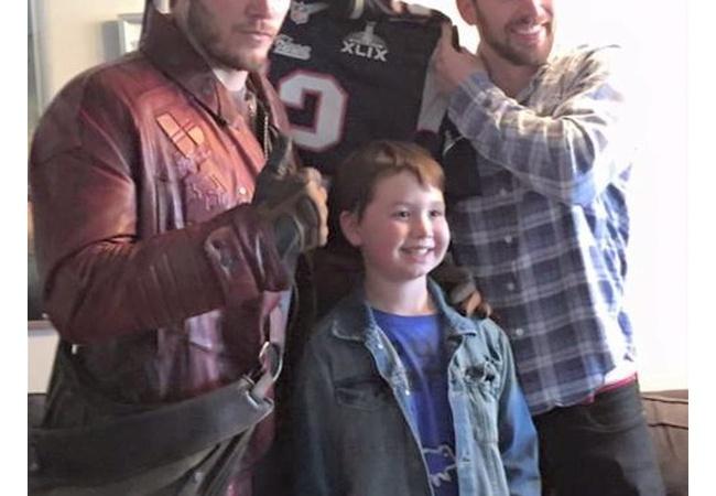 マーベルヒーロー「ファンの子供たちと写真撮影したろ!!」