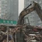 【動画】中国、立ち退き拒否を12年間続けていた家、ついに補償350万元で取り壊し!