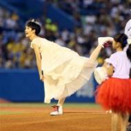 剛力彩芽、純白ドレス姿で始球式[画像あり] アイドルファンマスター