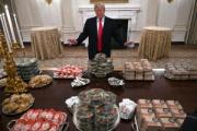 【こういうのでいいんだよ】トランプ大統領、大量のハンバーガーやピザでもてなし
