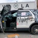【動画】米国、抗議デモ暴徒化!ロスアンゼルス市警のパトカーを次々に破壊! [海外]