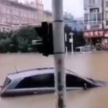 『【中国の大雨】Twitterで投稿された武漢の街が水没している様子』の画像