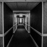 『【アパートの怪】這いずり回る大きな顔』の画像