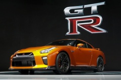 日産、「GT-R」2017年モデル世界初公開! 最高出力565HP