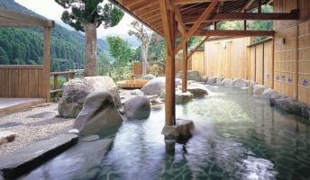 外国人観光客「なんで日本の温泉はタトゥーお断りなの?」