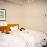 『【元乃木坂46】伊藤万理華、ベッドと同化する・・・』の画像