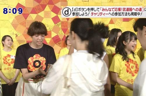 【悲報】24時間テレビの募金握手でモーニング娘。'17がジャニヲタBBAから相次いでスルーされてしまうのサムネイル画像